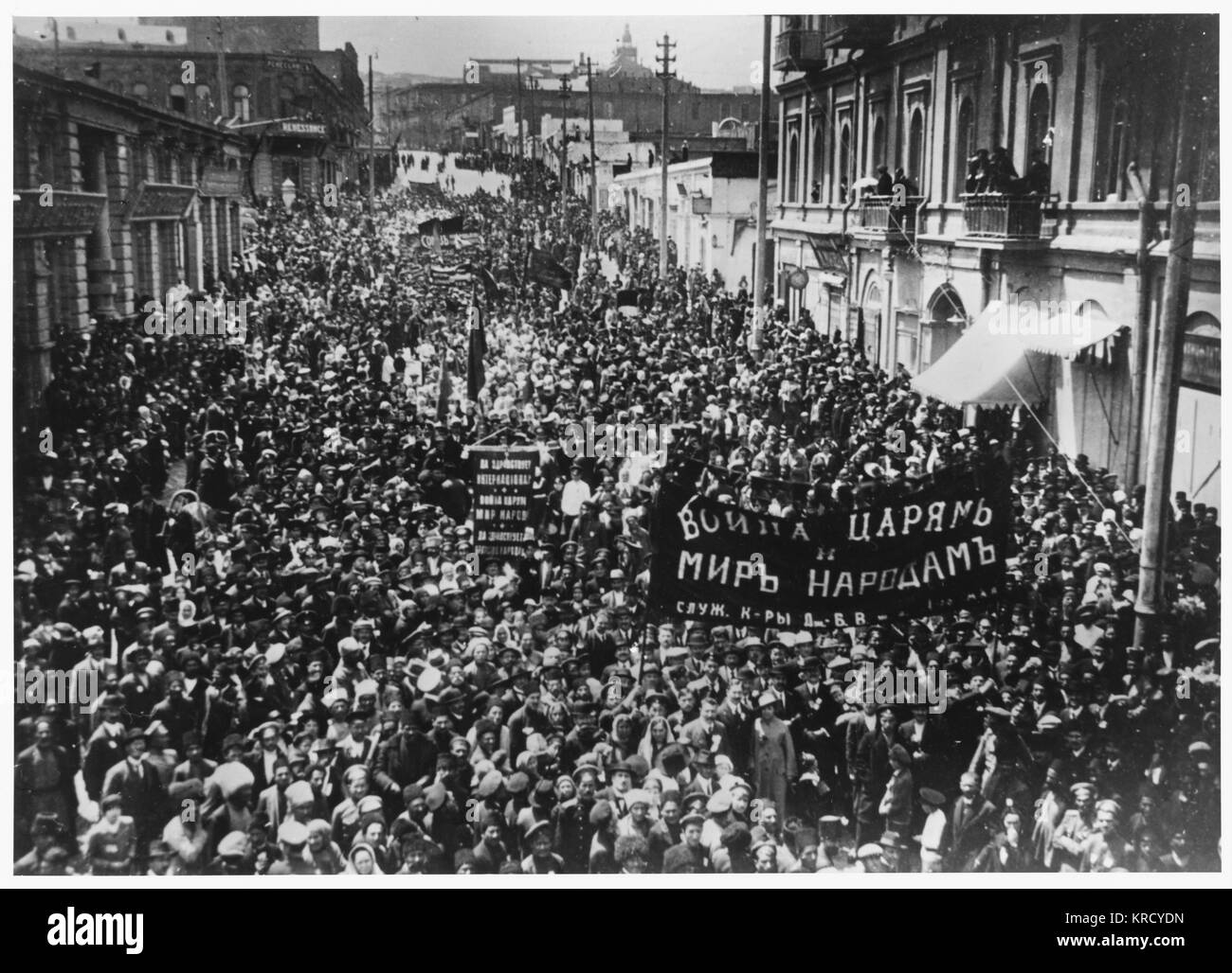 May Day demonstration in Baku,  in support of the revolution.         Date: April 1917 - Stock Image