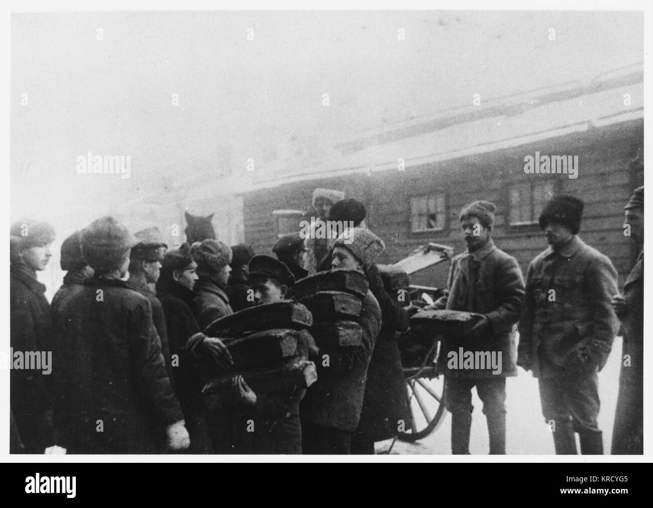 War and revolution have  brought terrible hardship to  the general public : Red Army  soldiers distribute supplies - Stock Image