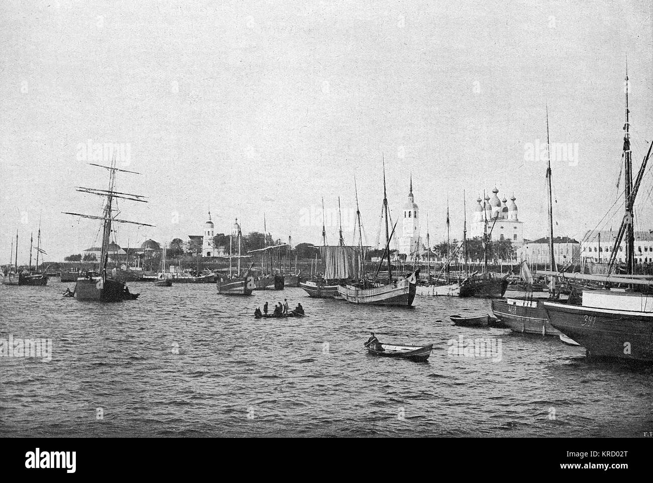 (aka Archangel) the harbour         Date: 1919 - Stock Image