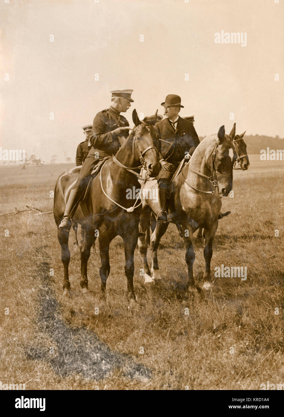 Lieutenant Hyslop with the Lord Mayor, both of them on horseback, during a review of the Territorial Army on Salisbury - Stock Image