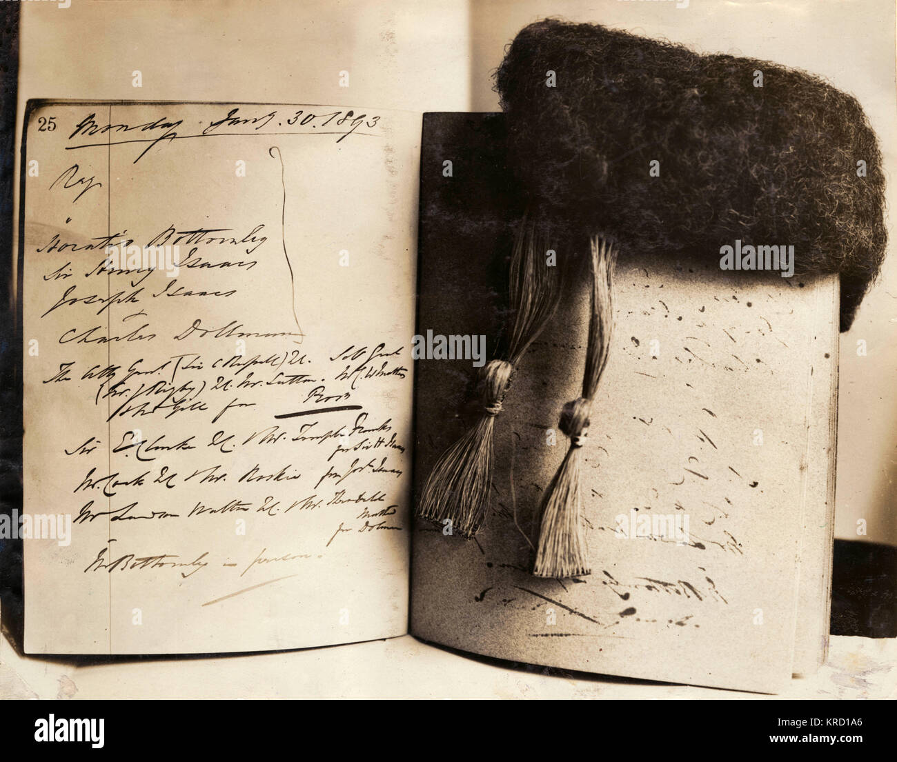 A notebook and wig once belonging to the English Judge, Justice Hawkins (Henry Hawkins, 1st Baron Brampton), given - Stock Image
