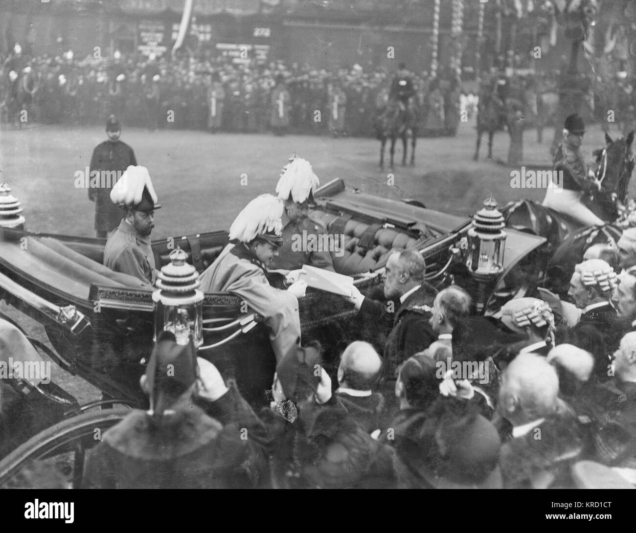 King Manuel II of Portugal (1889-1932, reigned 1908-1910) in an open carriage, receiving an address from the Mayor - Stock Image