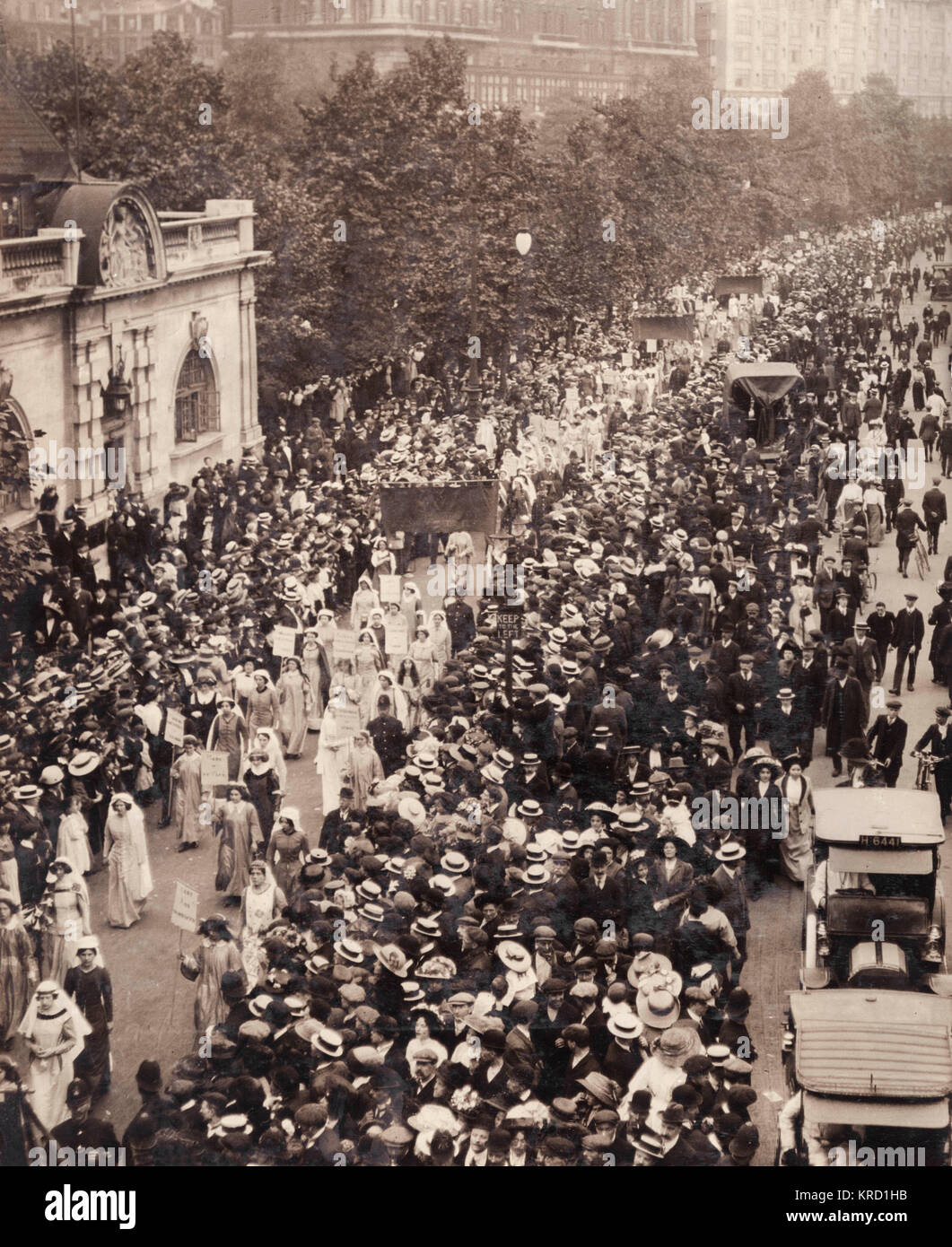 A large suffragette procession passing along the Embankment in Central London.  The Coronation of George V in 1911 - Stock Image