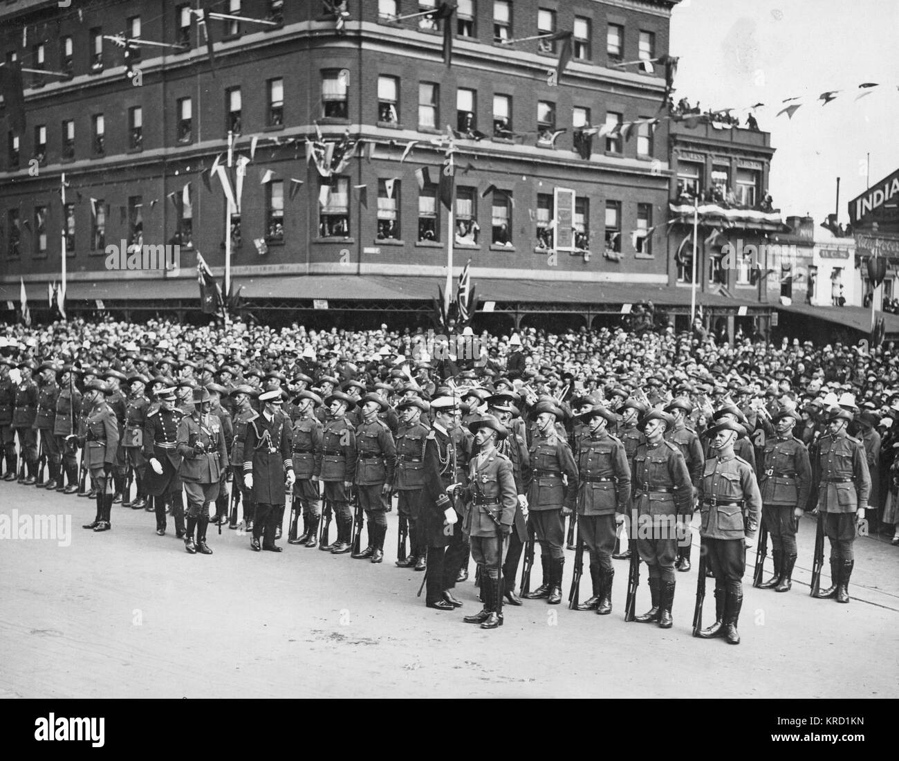 The Duke and Duchess of York (later King George VI and Queen Elizabeth) in Melbourne, Australia, on Anzac Day.  - Stock Image