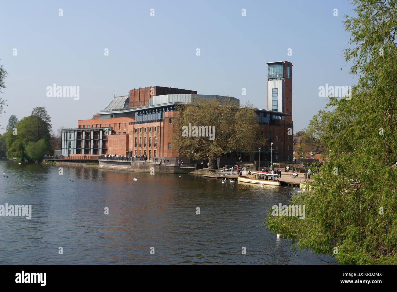 View from across the river of the Shakespeare Memorial Theatre, home of the Royal Shakespeare Company, with the - Stock Image