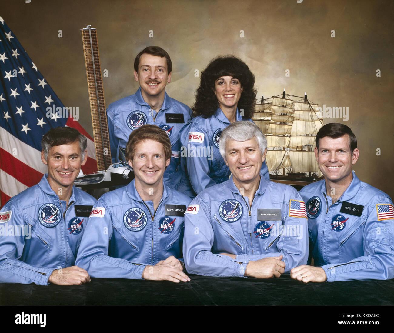 STS-41-D CREW PORTRAIT: FRONT L-R: RICHARD M MULLANE; STEVEN A. HAWLEY; HENRY W. HARTSFIELD; MICHAEL P. COATS; BACK - Stock Image