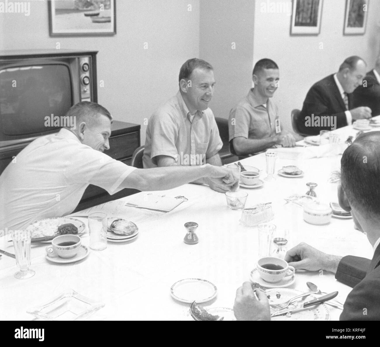 ASTRONAUTS AT BREAKFAST PRIOR TO THEIR MISSION, APOLLO 8 ASTRONAUTS (L TO R) BORMAN, FRANK; LOVELL, JAMES; AND ANDERS, - Stock Image