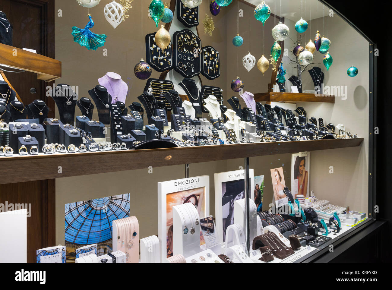bf219bd350c Jewellers Window Stock Photos   Jewellers Window Stock Images - Alamy