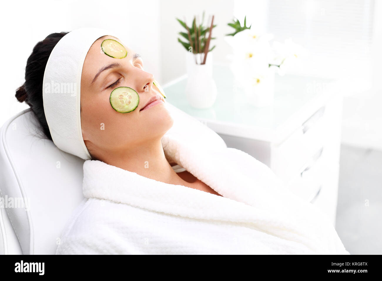 cucumber mask. skin care treatment in the beauty salon - Stock Image