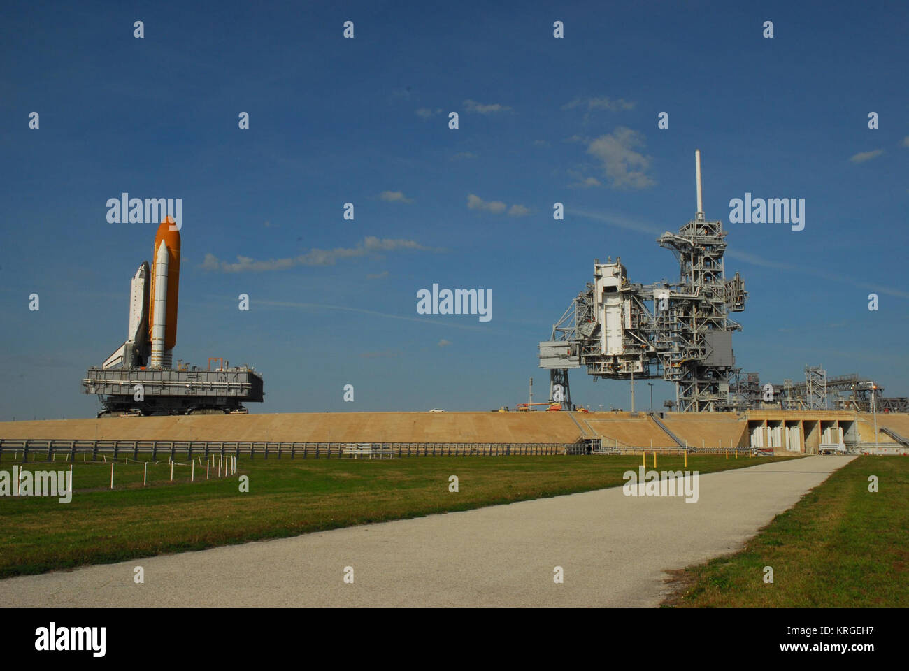 STS-117 rollback1 - Stock Image