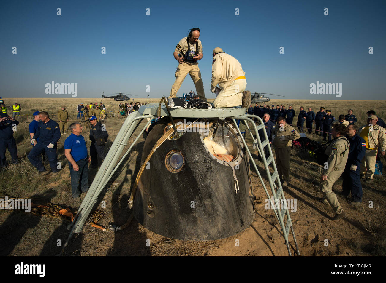 Support personnel prepare to exact the crew from the Soyuz TMA-11M spacecraft shortly after it landed with Expedition - Stock Image