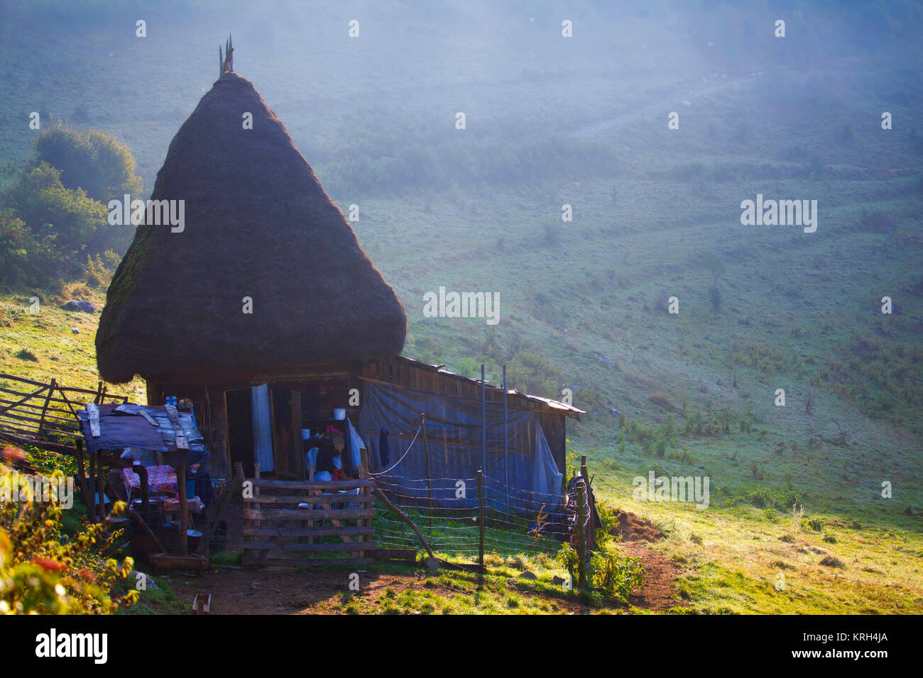 Wooden cottage in the mountains - Stock Image