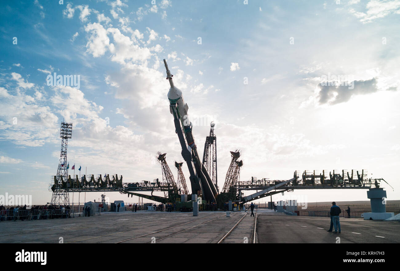 The Soyuz TMA-14M spacecraft is raised into position on the launch pad Sept. 23, 2014 at the Baikonur Cosmodrome - Stock Image