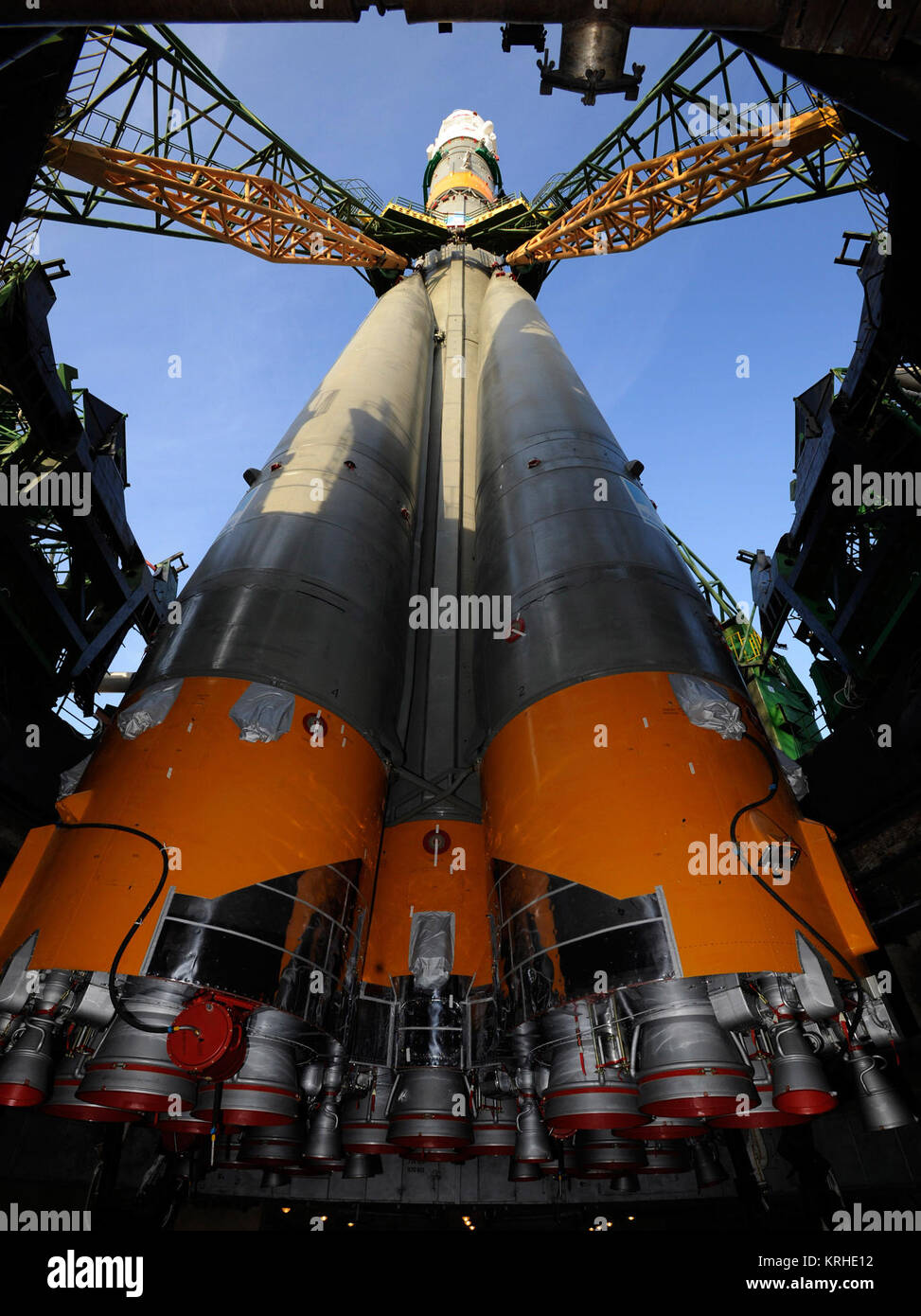 The Soyuz TMA-13 spacecraft arrives at the launch pad at the Baikonur Cosmodrome in Kazakhstan, Friday, Oct. 10, - Stock Image