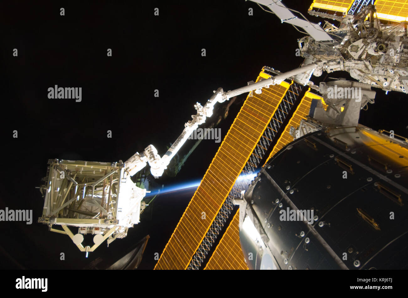 STS-119 S6 Handover - Stock Image