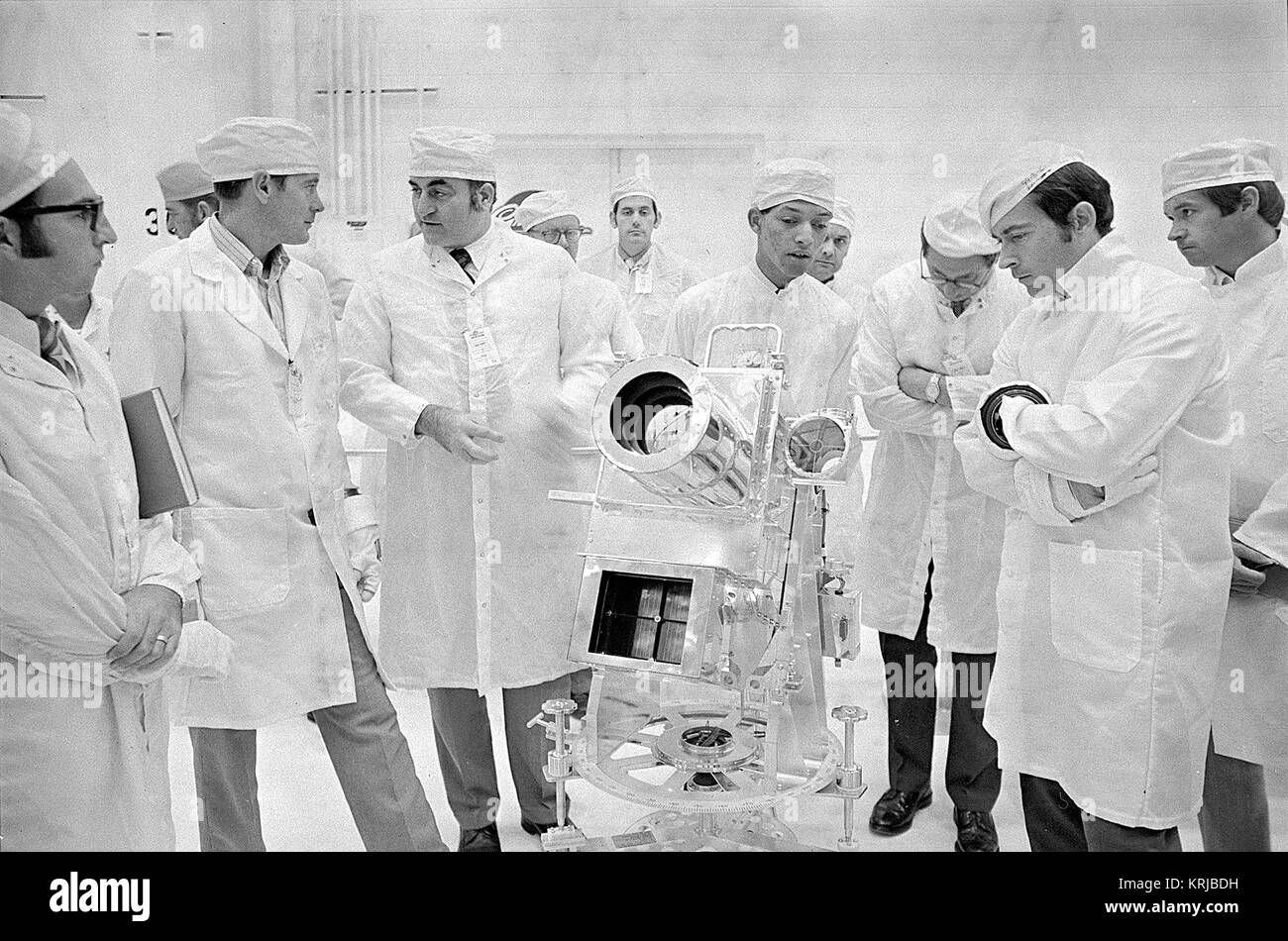 George Carruthers, center, principal investigator for the Lunar Surface Ultraviolet Camera, discusses the instrument - Stock Image