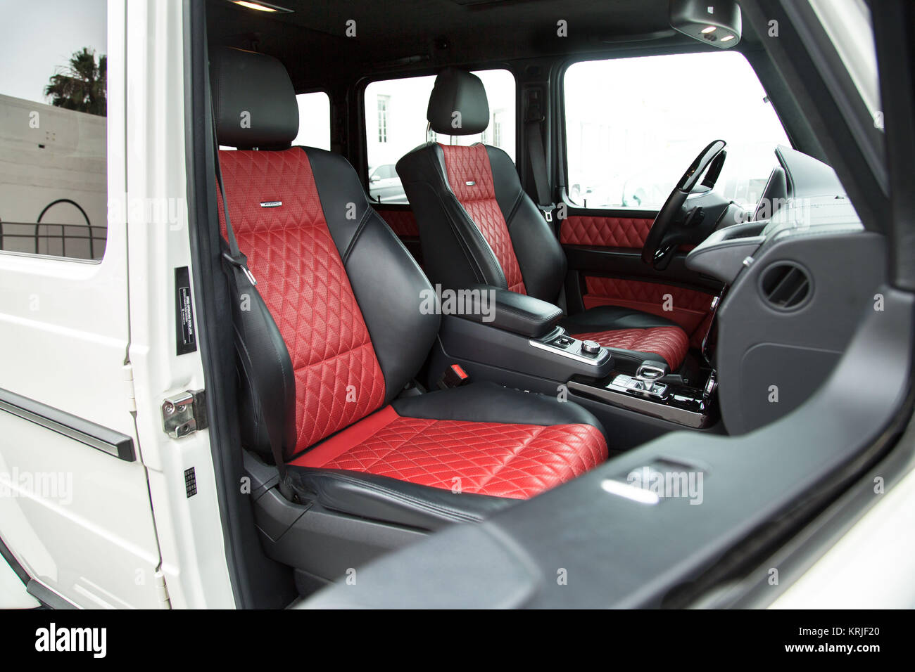 Mercedes Suv High Resolution Stock Photography And Images Alamy