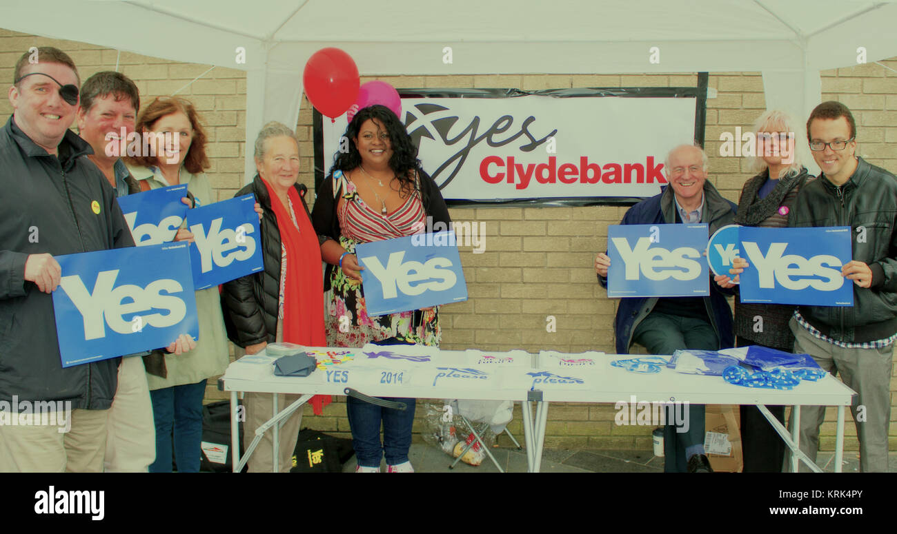 Gil Paterson, MSP for Clydebank and Milngavie, and Yes campaigners on 16th August, 2014, Clydebank, Scotland - Stock Image