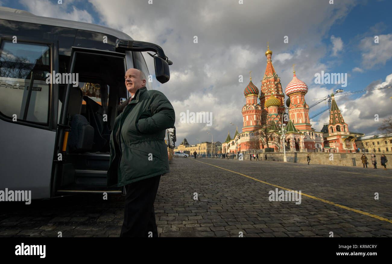 Expedition 47 NASA astronaut Jeff Williams exits his bus after arriving at Red Square to lay roses at the site where - Stock Image