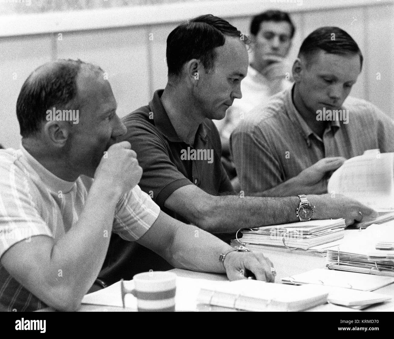 https://c8.alamy.com/comp/KRMD70/buzz-aldrin-left-mike-collins-and-neil-armstrong-review-flight-plans-KRMD70.jpg