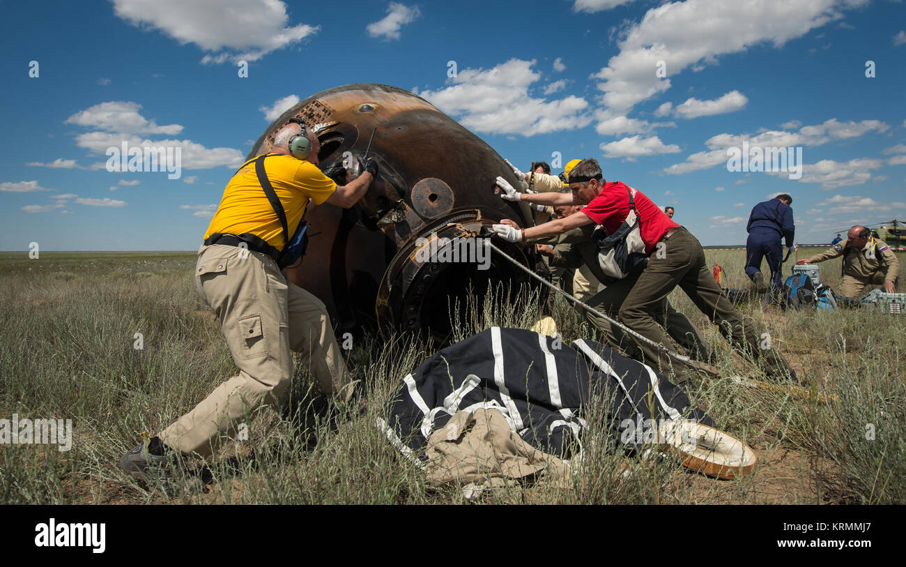 Russian support personnel roll the Soyuz TMA-19M spacecraft after it landed with with with Expedition 47 crew members - Stock Image