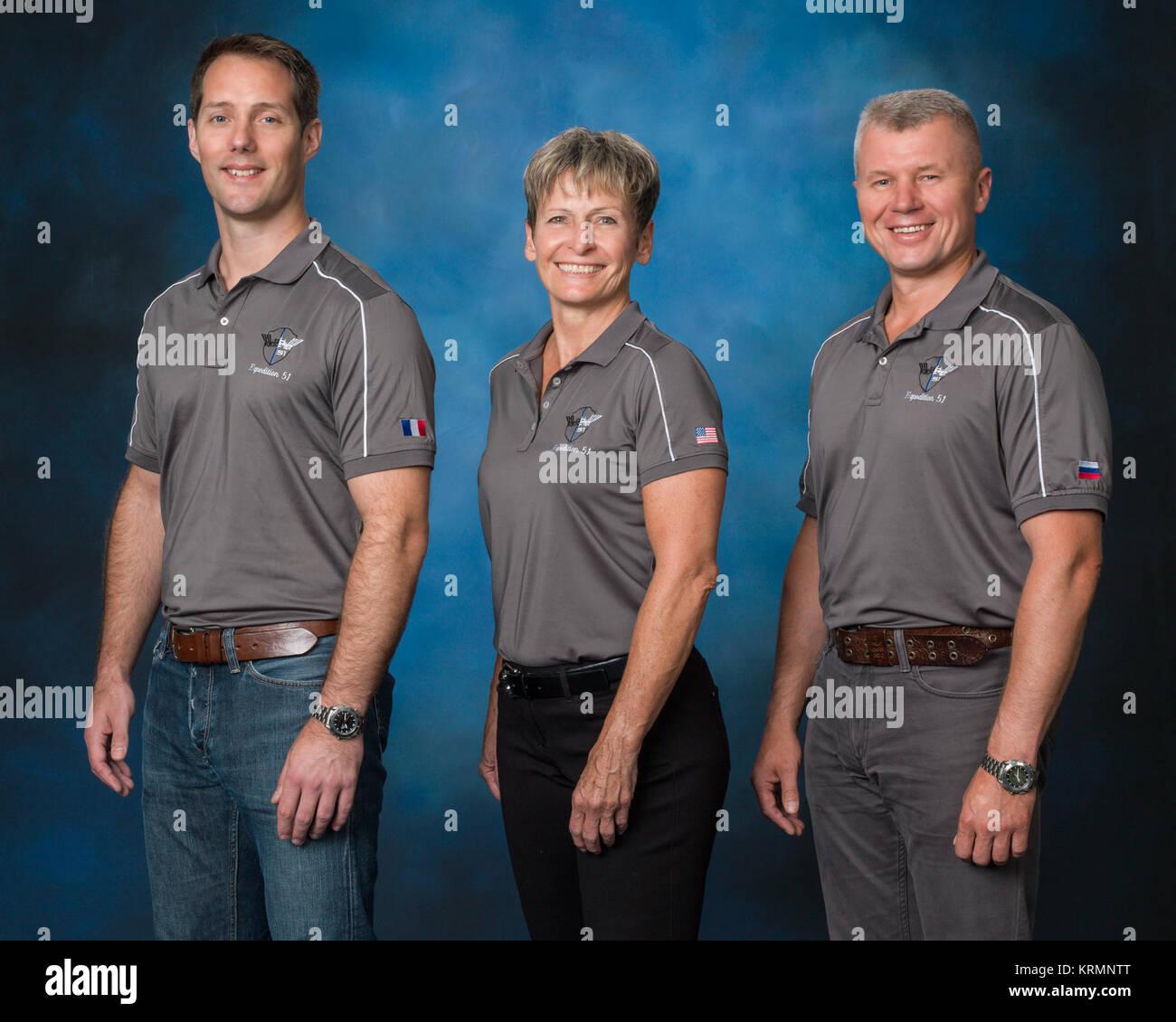 PHOTO DATE: 07-12-16 LOCATION:  Bldg. 8, Room 183 - Photo Studio SUBJECT:  Official Expedition 51 crew portrait - Stock Image