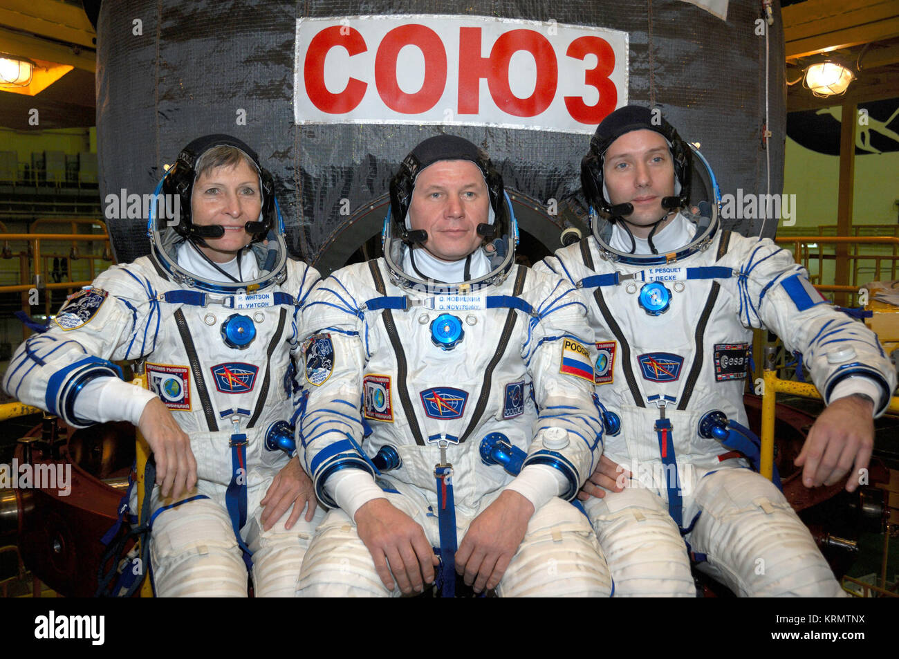 In the Integration Facility at the Baikonur Cosmodrome in Kazakhstan, Expedition 50-51 crewmembers Peggy Whitson - Stock Image