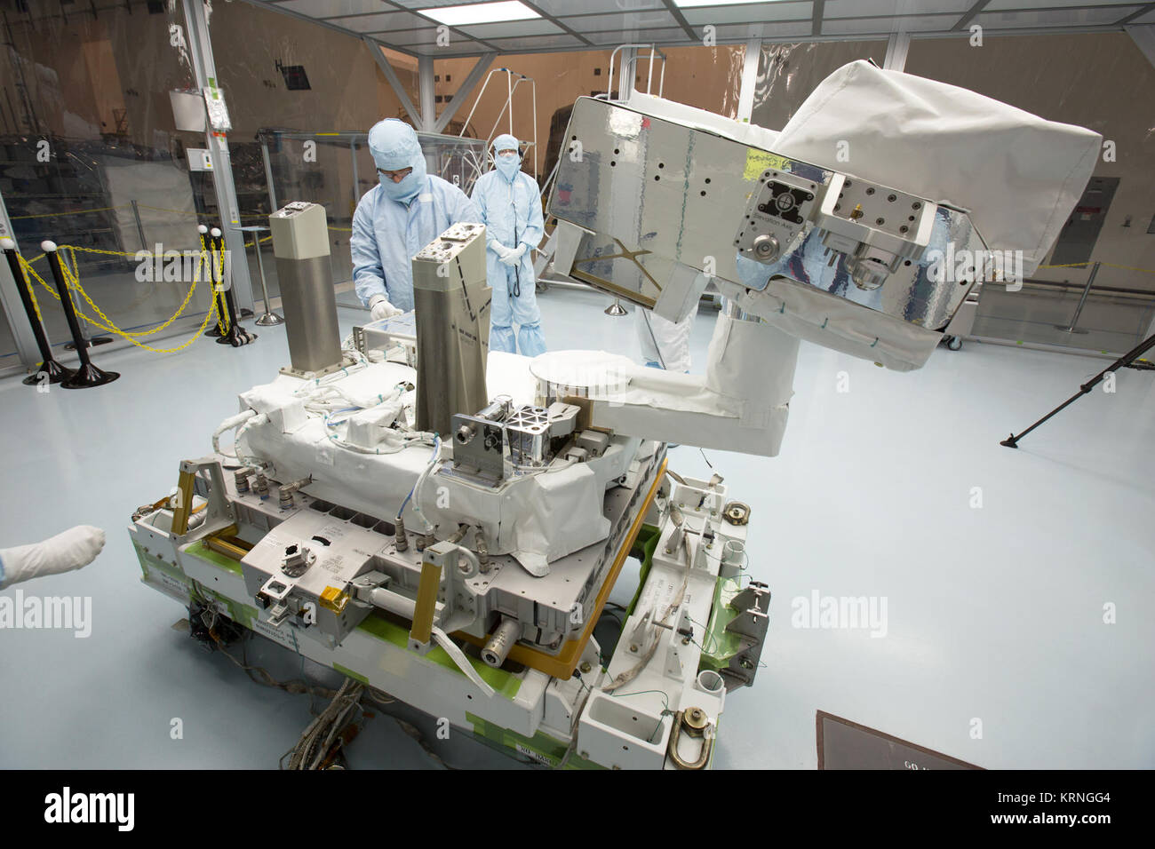 In the high bay of Kennedy Space Center's Space Station Processing Facility, Chris Hardcastle, left, of Stinger - Stock Image