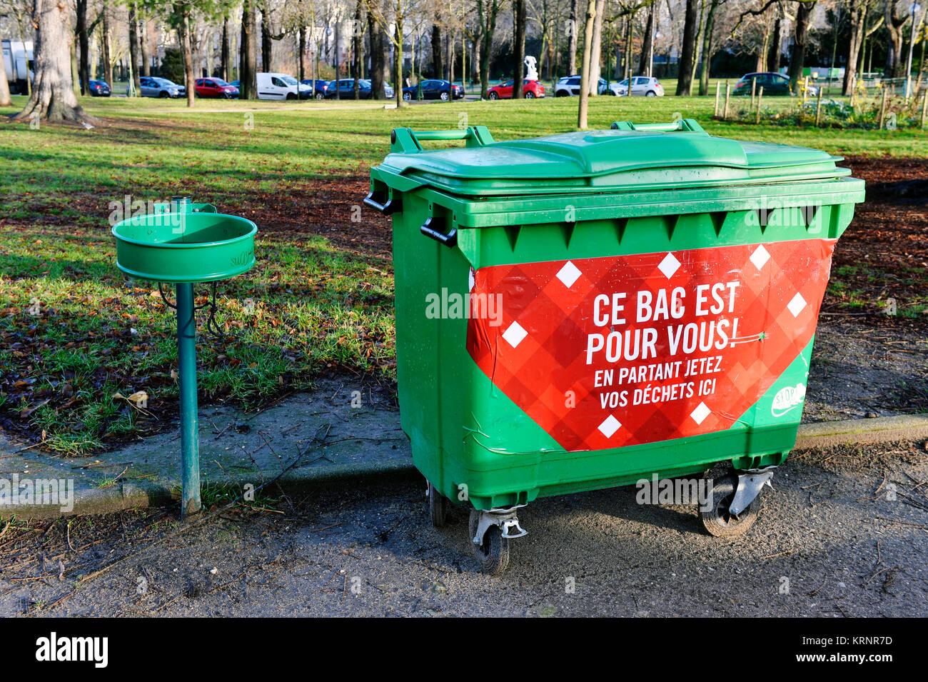 Garbage can - Bois de Boulogne - Paris 16th - france - Stock Image