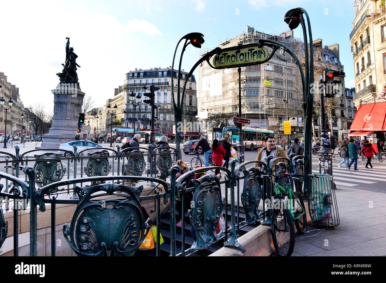 Street Clichy Paris Stock Photos & Street Clichy Paris Stock Images ...