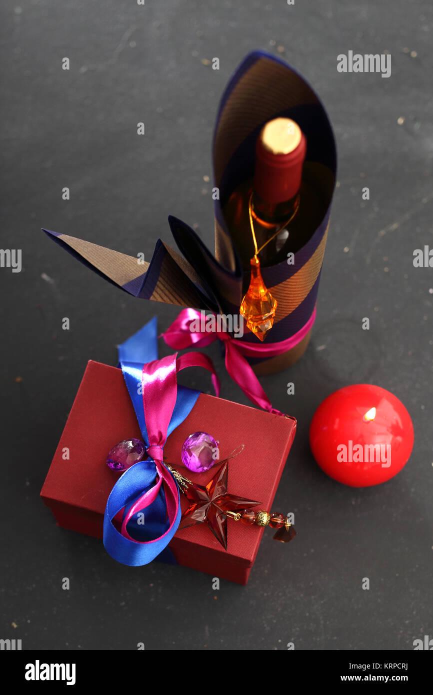 W superbly Dekoracja butelki, pakowanie butelki wina Stock Photo: 169523414 JT74