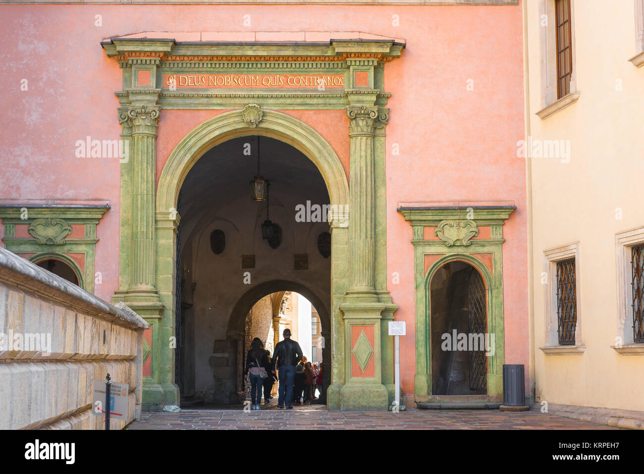 Krakow Castle, tourists pass through the vaulted passageway linking Krakow Cathedral to the Royal Castle courtyard - Stock Image