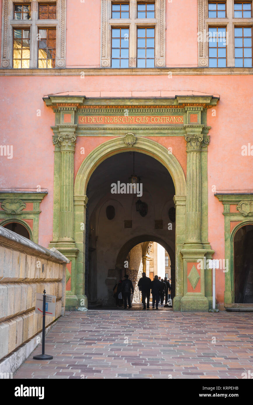 Castle Krakow, tourists pass through the vaulted passageway linking Krakow Cathedral to the Royal Castle courtyard - Stock Image