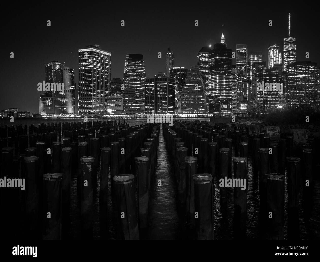 NEW YORK NIGHT PHOTOGRAPHY ROM OLD DOCKS BROOKLYN  LIGHTS BLACK AND WHITE - Stock Image