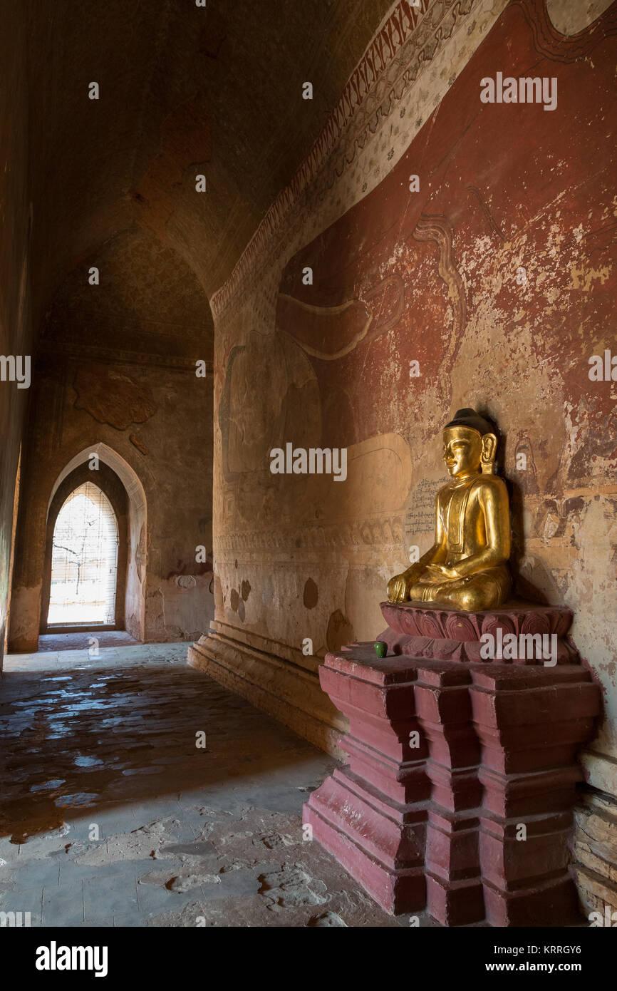 Golden Buddha statue, big Buddha mural and corridor inside the Sulamani temple in Bagan, Myanmar (Burma). - Stock Image