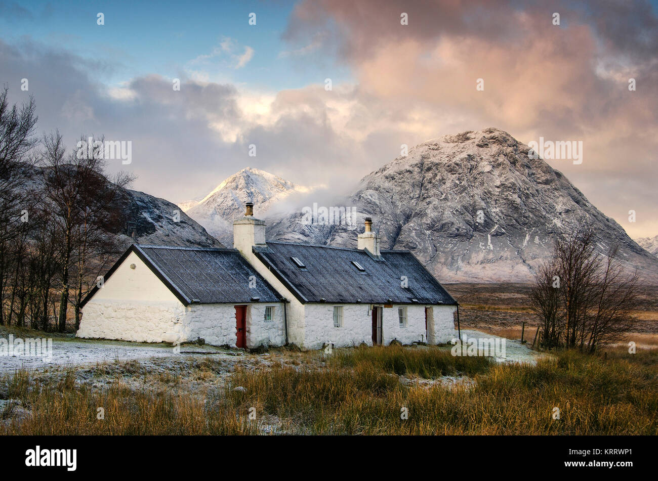 The famous Black rock cottage in Glencoe with the most recognised mountain in Scotland, the Buachaille Etive Mor - Stock Image
