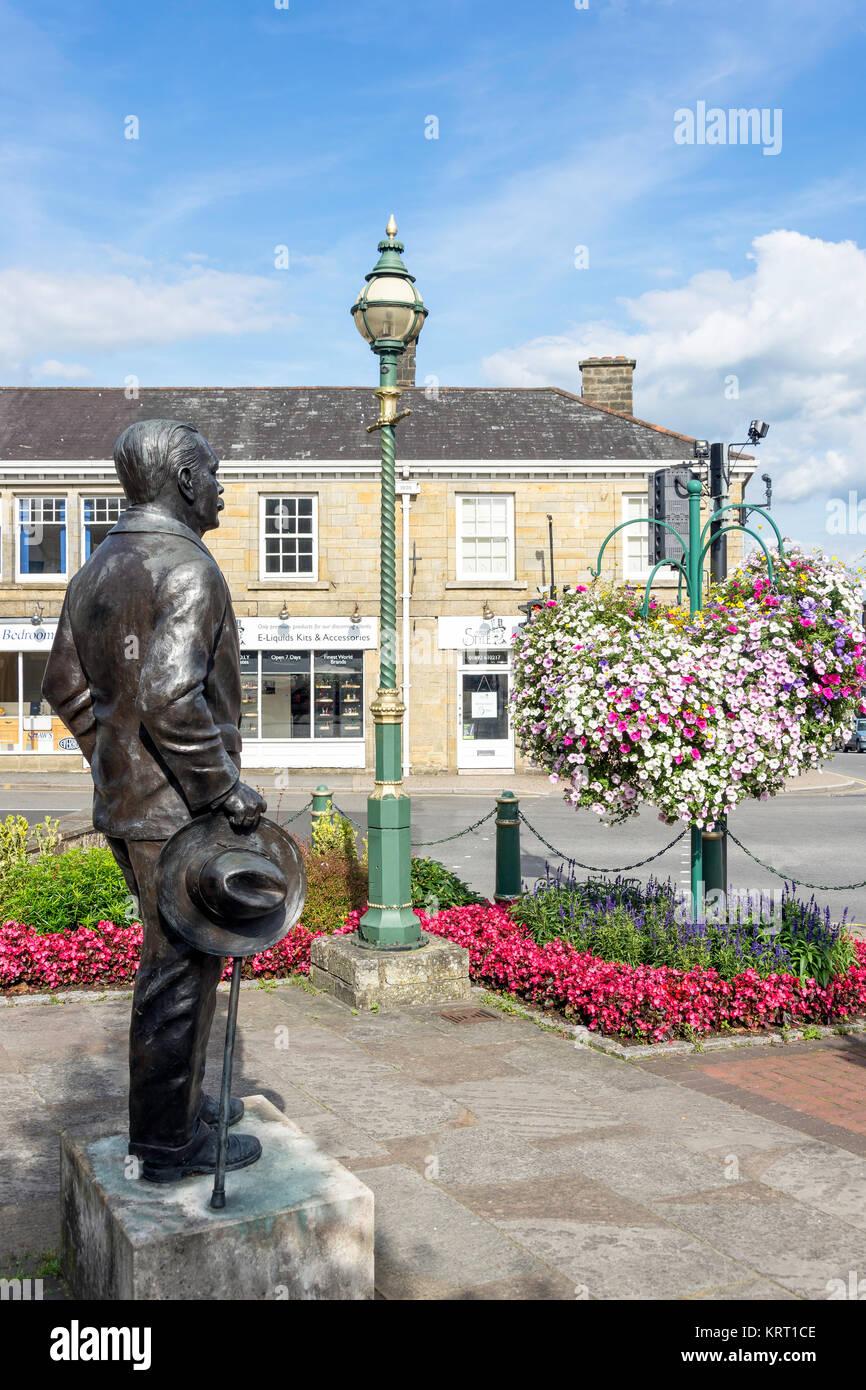 Statue of Sir Arthur Conan Doyle, High Street, Crowborough, East Sussex, England, United Kingdom - Stock Image