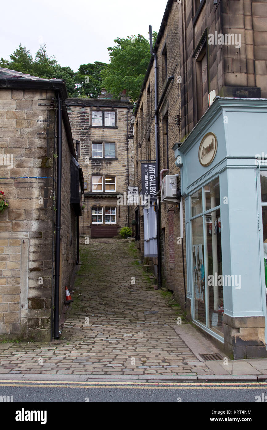 small narrow passageway called Towngate in Holmfirth, West Yorkshite - Stock Image