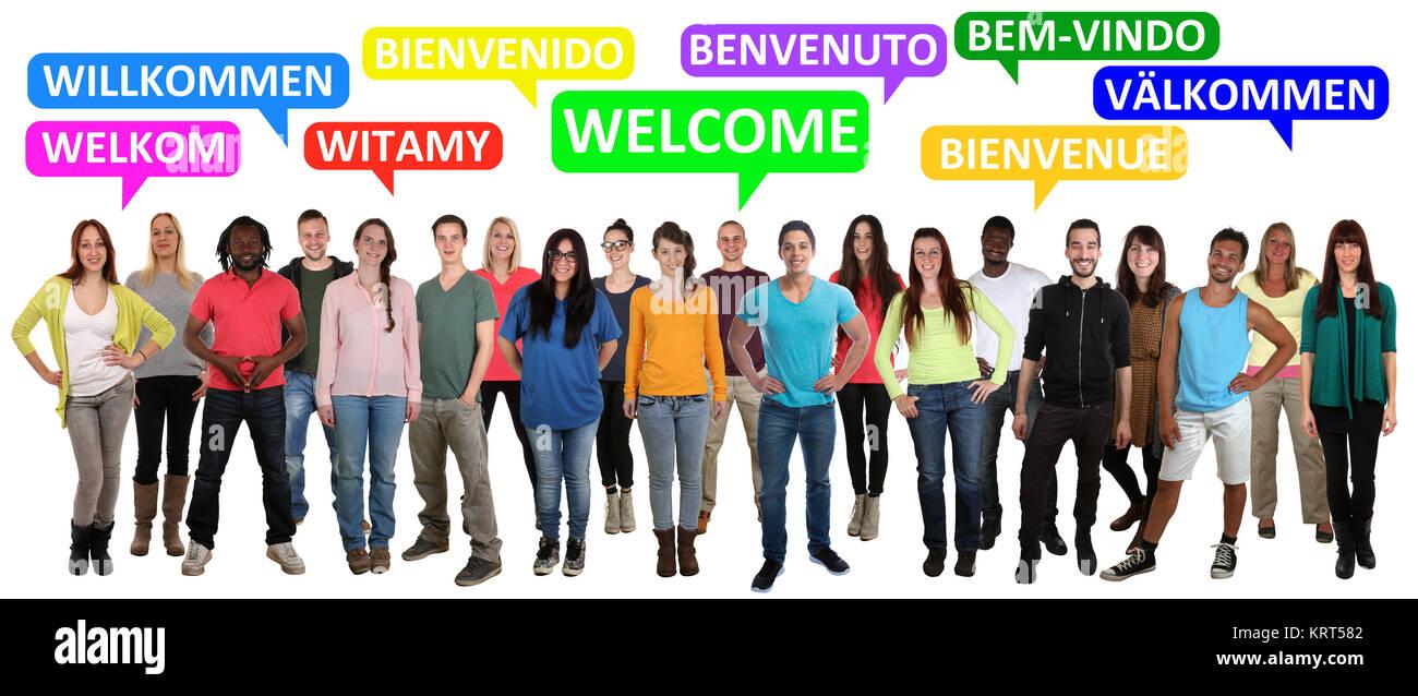 Willkommen multikulturell People Gruppe Menschen Leute sagen Flüchtlinge Refugees in verschiedenen Sprachen - Stock Image