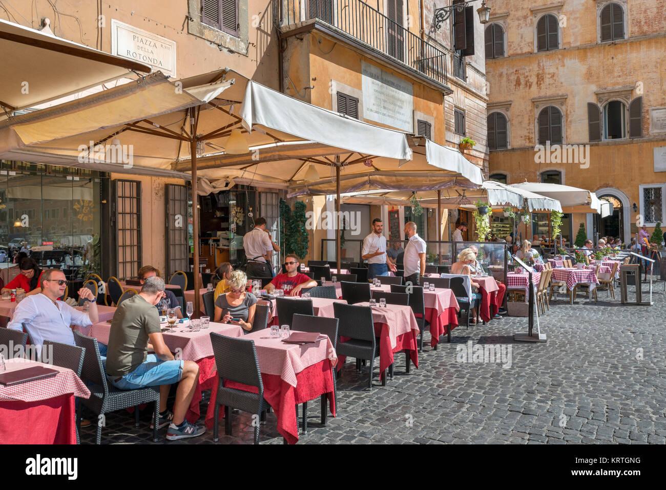 Sidewalk restaurant on Piazza della Rotonda in the centro storico, Rome, Italy - Stock Image