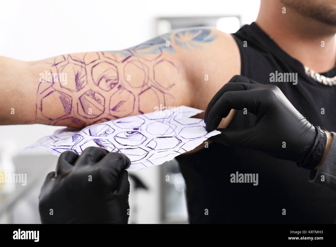 how is a tattoo? creating a tattoo in a tattoo parlor. Stock Photo