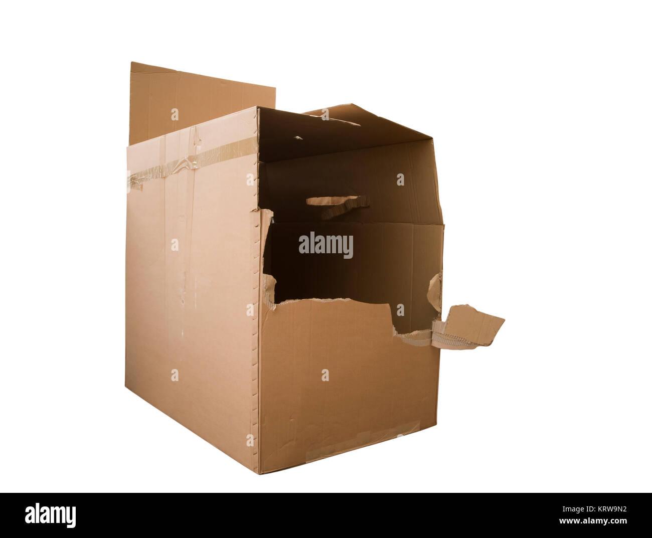 aufgerissener Papp-Karton isoliert auf Weiß. Stock Photo