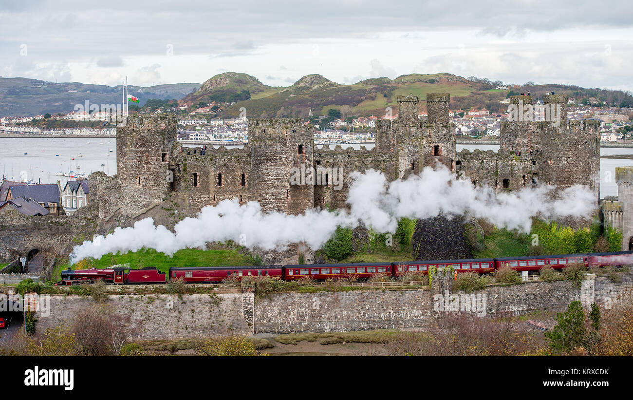 Conway, Wales, UK. 18th Nov, 2017. LMS Stanier Jubilee 45699 Galatea Travels on the North Wales Railway Line by - Stock Image