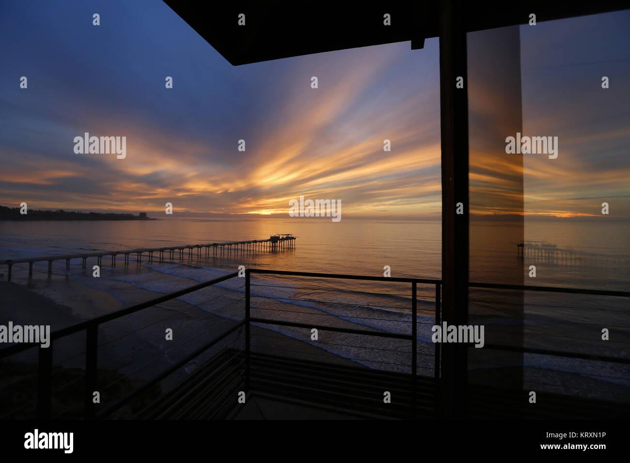 San Diego, CA, USA. 30th Nov, 2017. November 30, 2017 - San Diego, California, USA- The suns sets over the Pacific - Stock Image