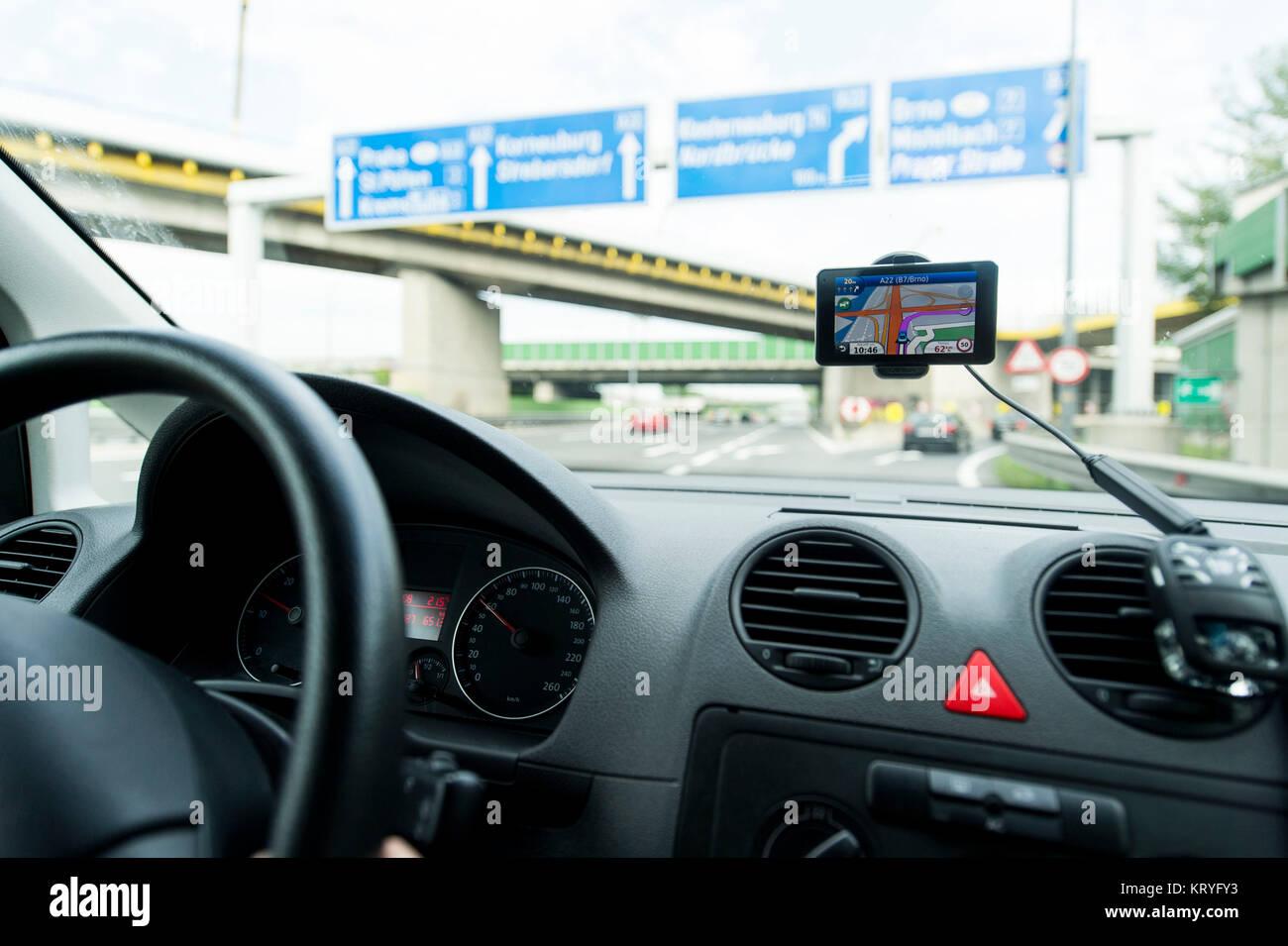 Autofahrt mit Navigationsgerät, Österreich - car ride with navigation - Stock Image