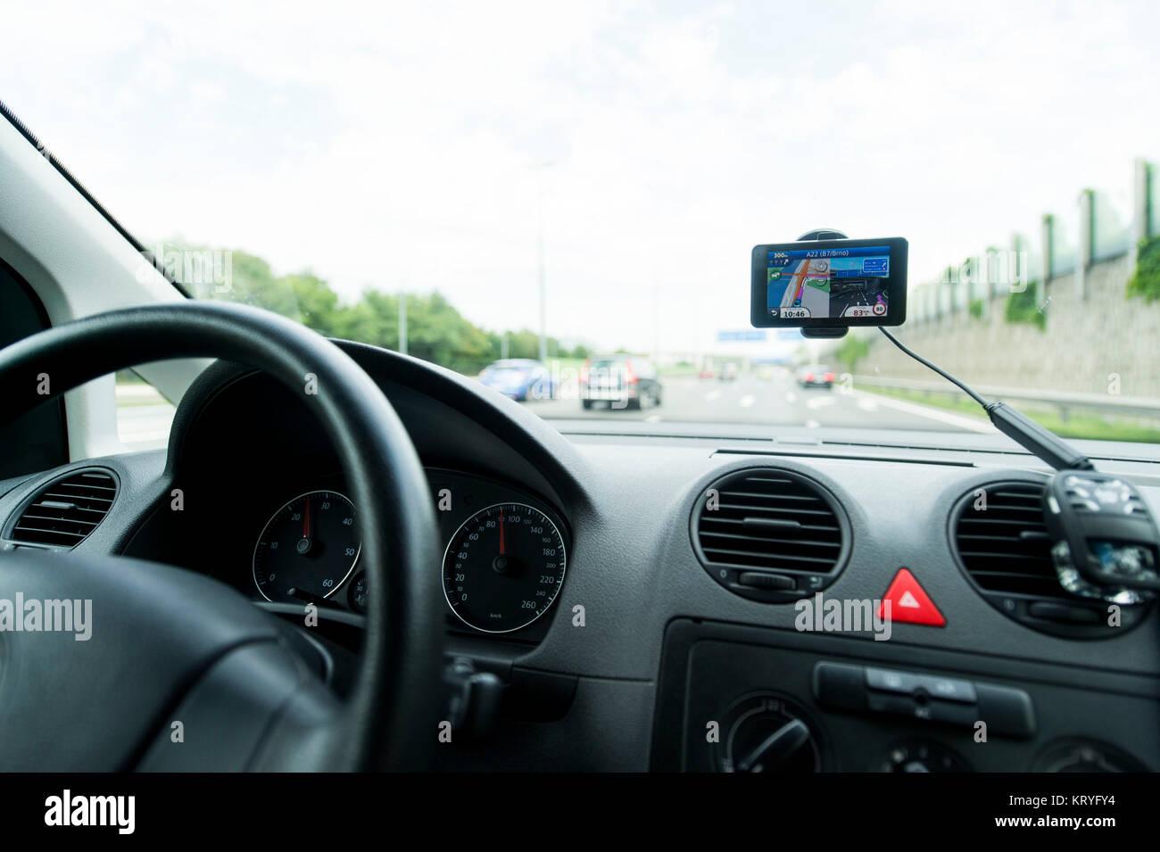 Autofahrt mit Navigationsgerät - car ride with navigation - Stock Image