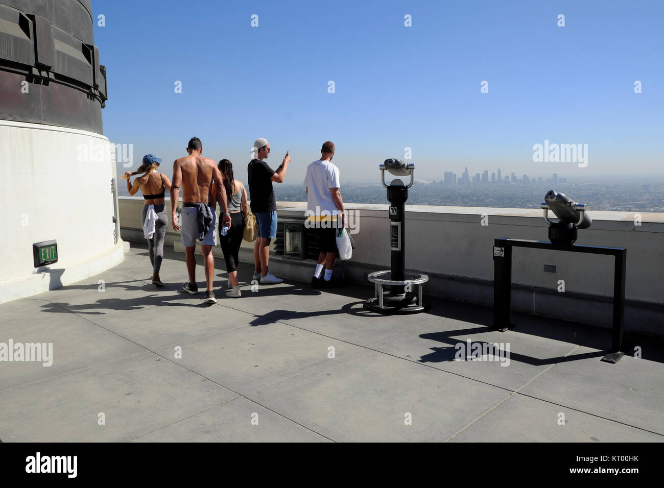 People looking at downtown LA from the roof of the Planetarium building Griffith Observatory Griffith Park in Los - Stock Image