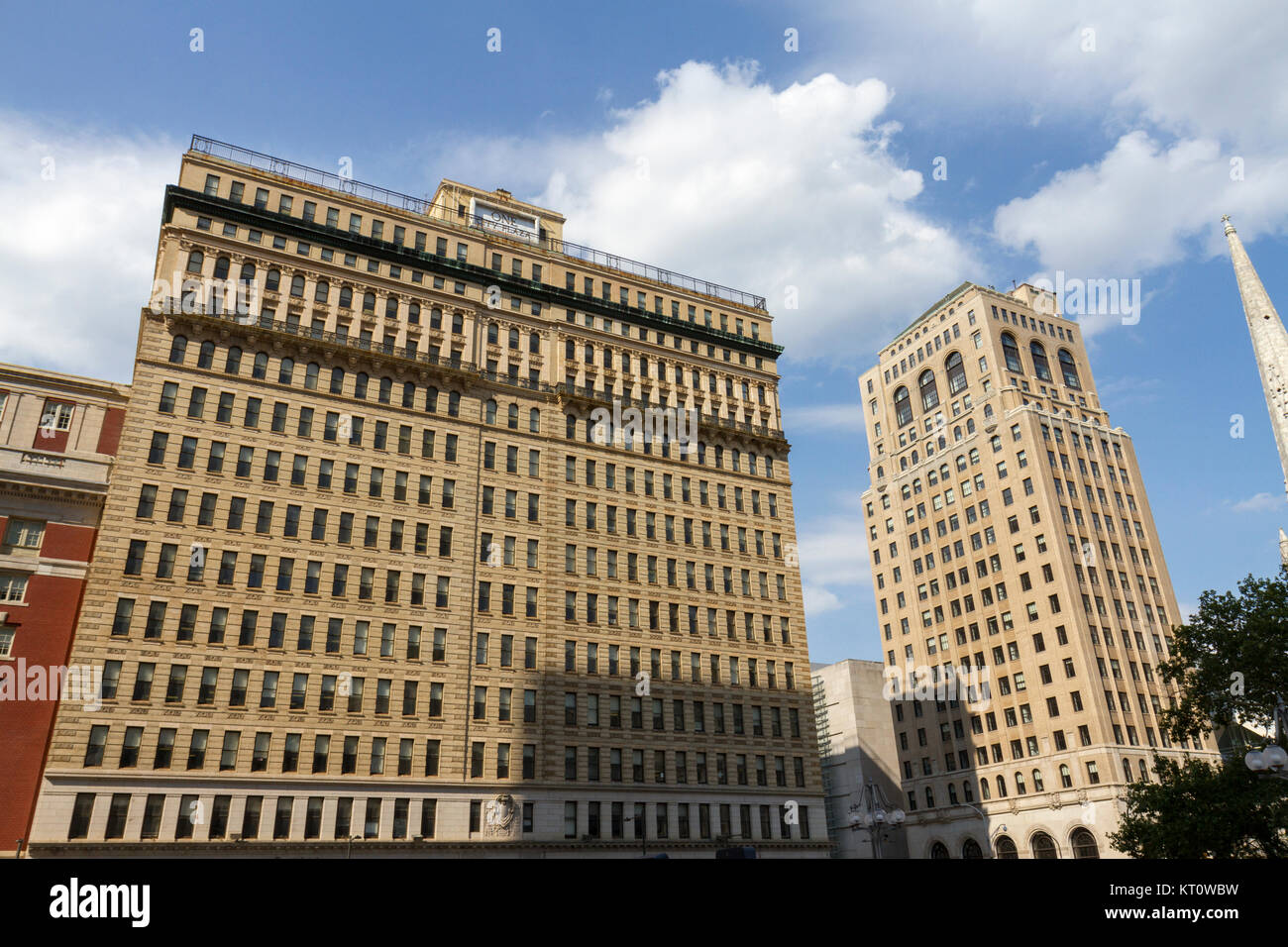 One City Plaza building (L) and the Aloft Philadelphia Downtown hotel (R), Philadelphia, Pennsylvania, United States. - Stock Image