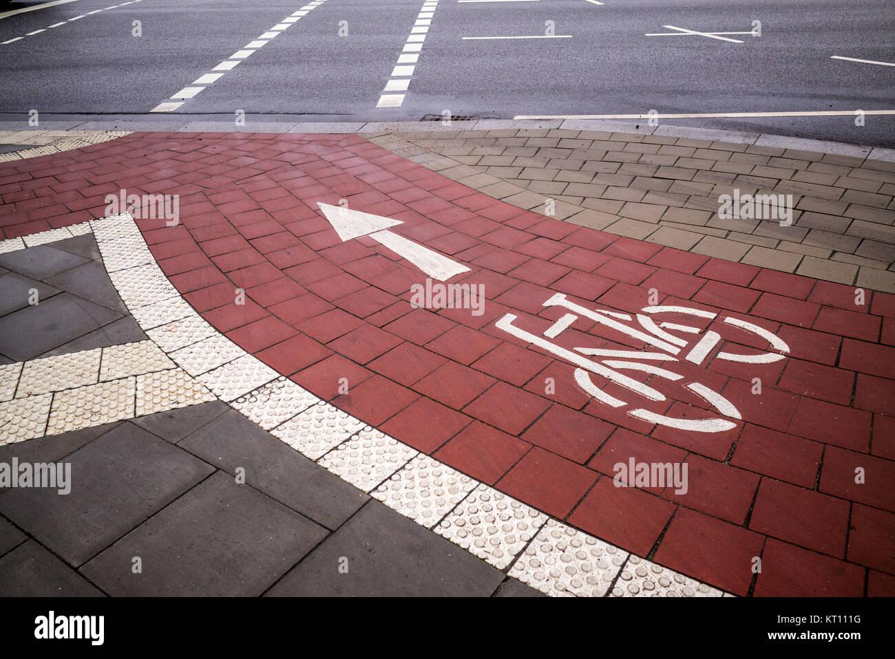 Straßenmarkierung Fahrradweg - Stock Image