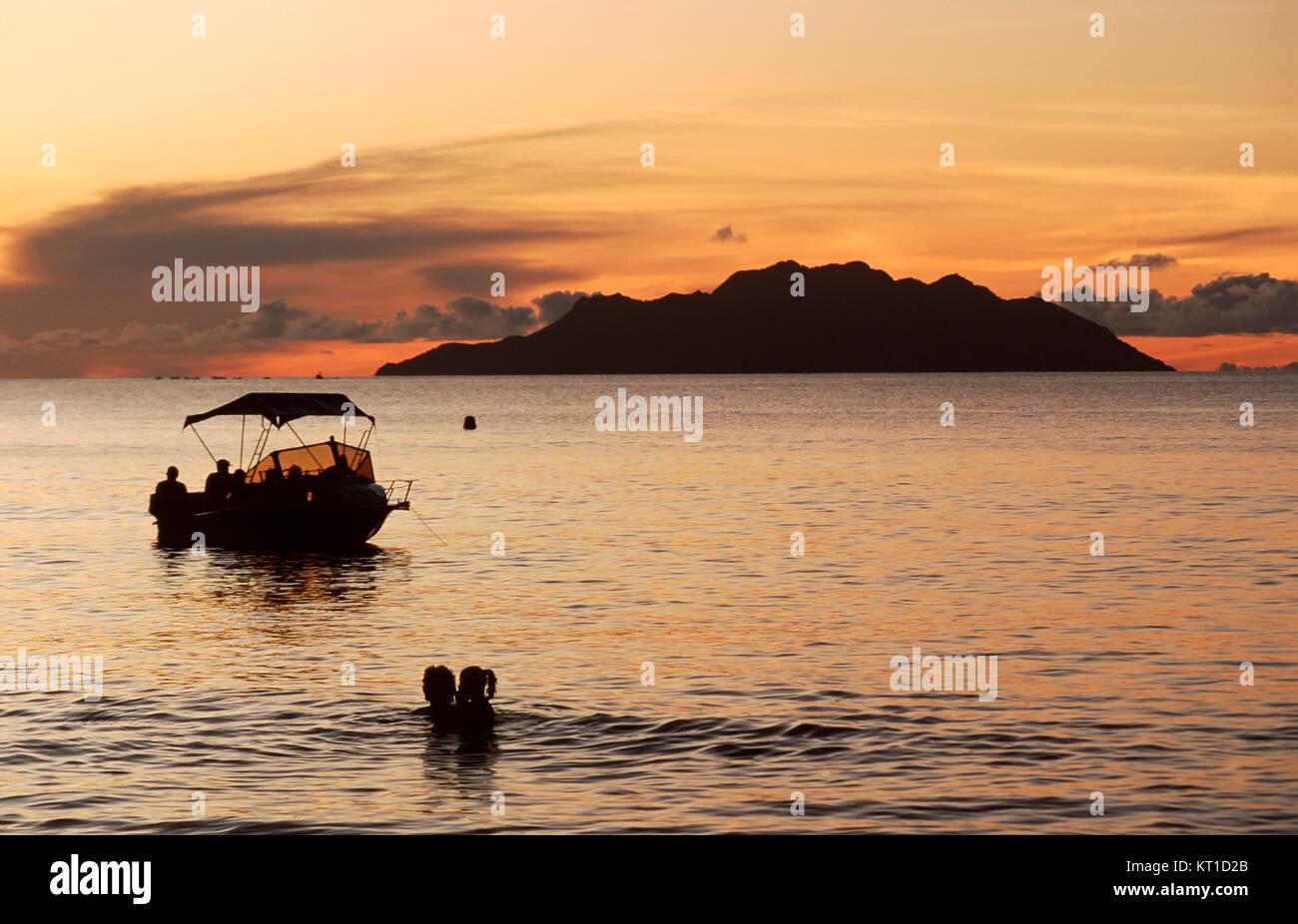 Sunset at Mahe Beach, Mahe island, Seychelles - Stock Image